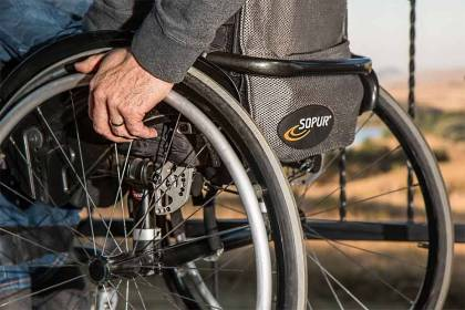 Toaleta dla niepełnosprawnych w restauracji